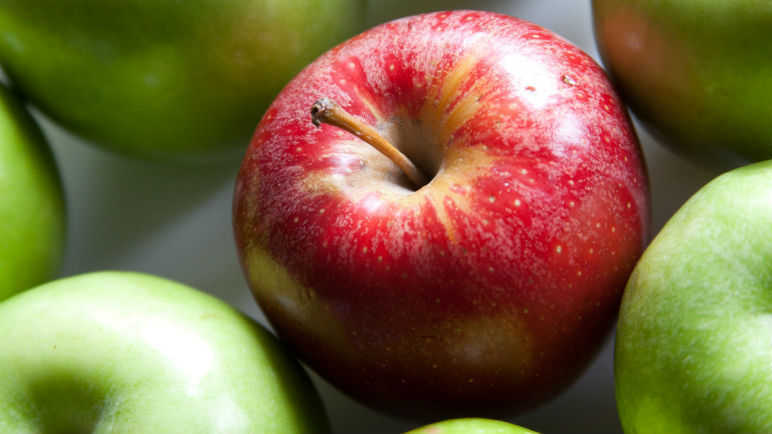 Image: Can't resist the bakery aisle? Eat an apple before you go shopping, says science