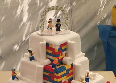 Image: This Lego brick wedding cake is about to blow your mind