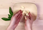 Image: How to chop garlic