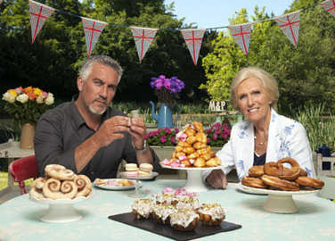 paul-hollywood-and-mary-berry-eating-cake-homemade