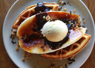 waffle-and-banana-with-ice-cream-homemade