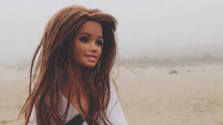Image: This hipster Barbie is better at Instagram than you