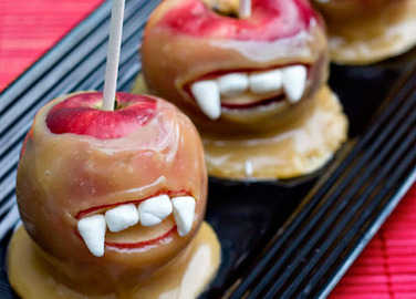 Halloween recipe: Vampire caramel apples