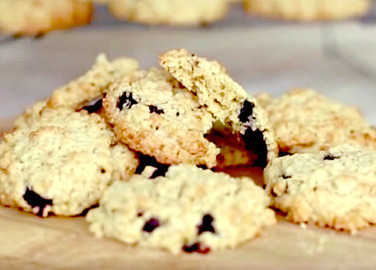 Image: How to make blueberry oaty cookies