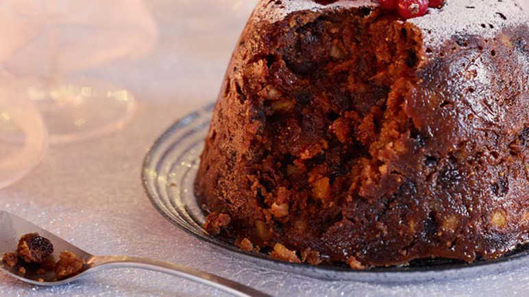 Image: The GIF Guide to Lighting A Christmas Pudding