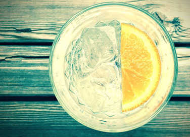 gin-and-tonic-in-glass-homemade