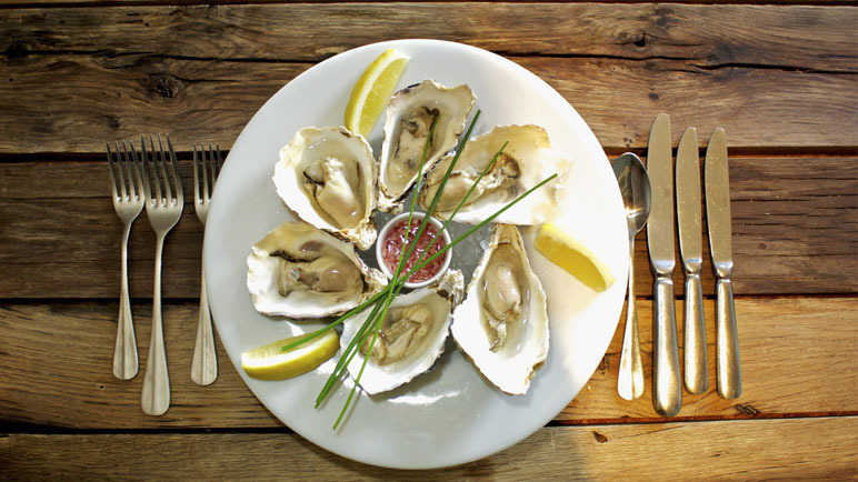 oysters-on-plate-homemade