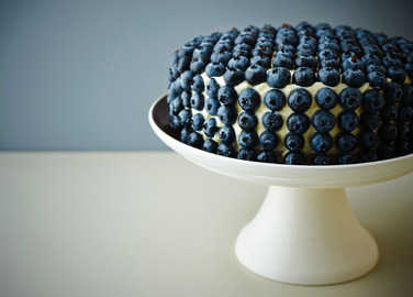 Image: Cake decorated with blueberries