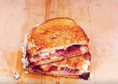 How to make a peanut butter & jam toastie