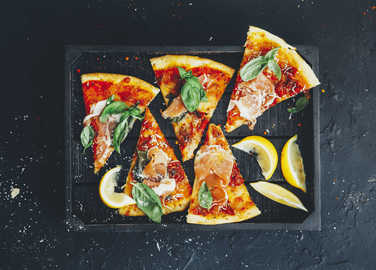 pizza-with-basil-and-lemon-slices