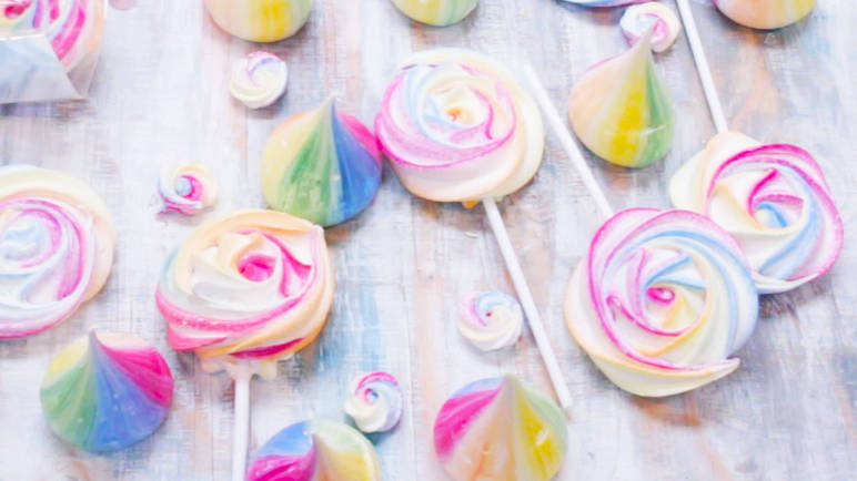 How to make vegan rainbow meringues