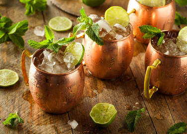 moscow-mule-cocktails-in-copper-glasses