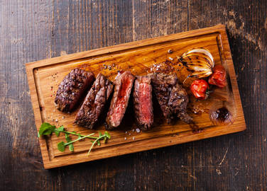 steak-resting-on-chopping-board