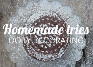 Image: How to make a cake look Christmassy using just a doily