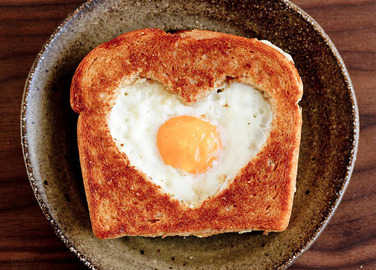 VALENTINE'S DAY EGG HEART TOAST