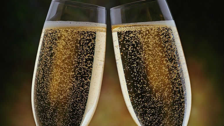 Image: UK pubs are treating prosecco like beer and Italy is angry