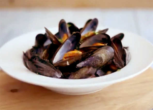 Image: How to prepare and cook mussels