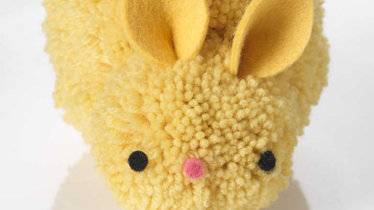 Image: Make an Easter pompom bunny