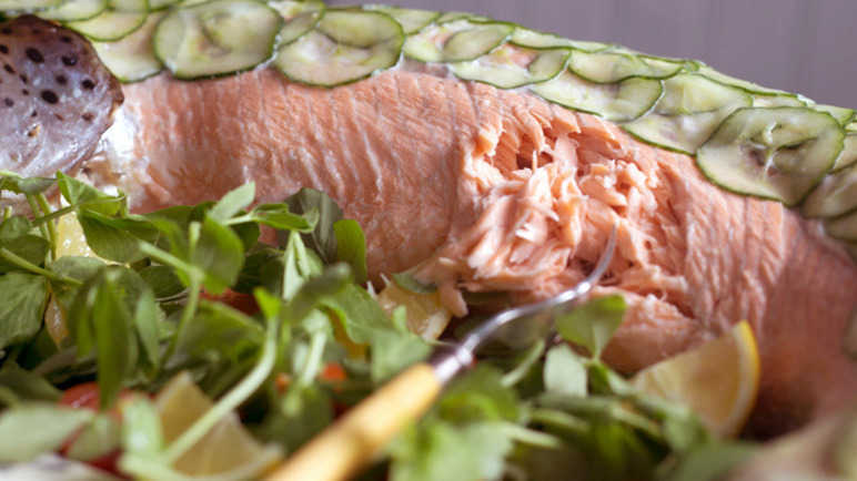 Image: How to cook a whole salmon