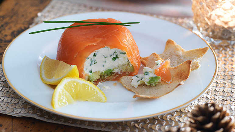 Salmon parcels with melba toast