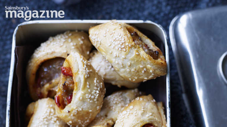 Sausage rolls with harissa and roasted peppers