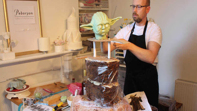 making-yoda-cake-homemade
