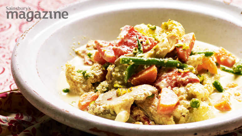Image: Vegetable korma with cashews and apricots