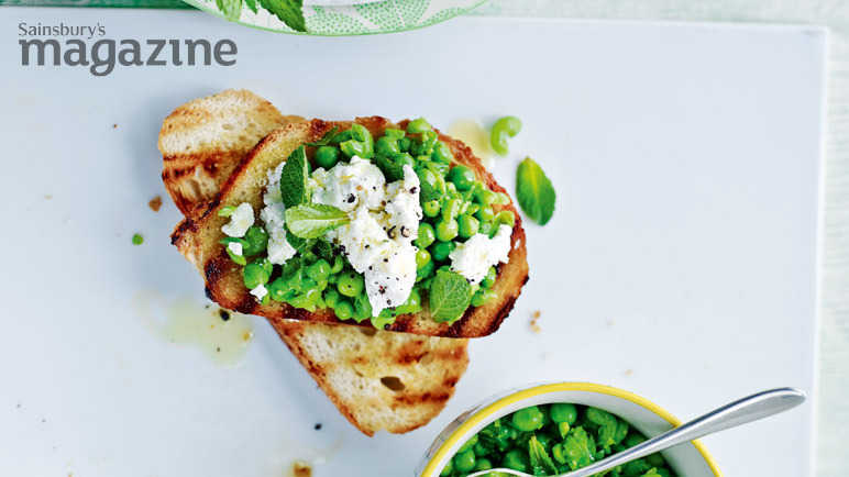 Pea, goat's cheese and mint bruschetta
