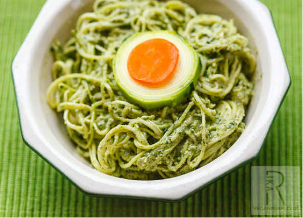 Raw walnut pesto