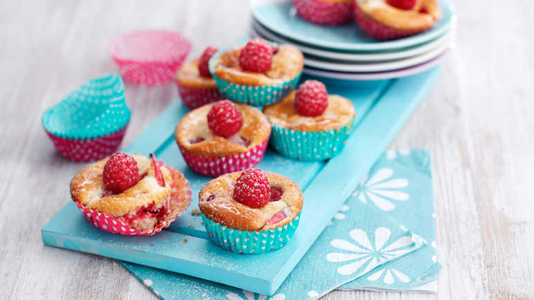 Raspberry and nectarine fairy cakes