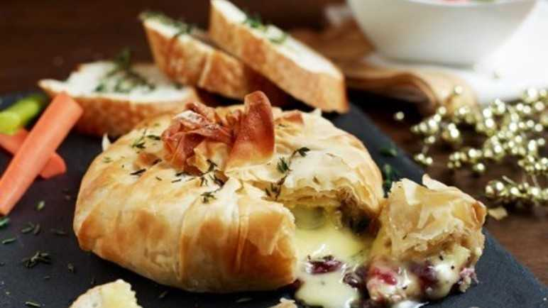 Baked camembert with cranberries
