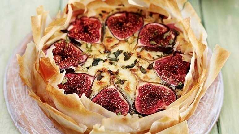 Fig, thyme and goats' cheese tart image
