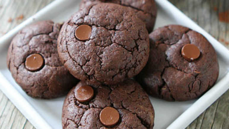 avocado and chocolate cookies