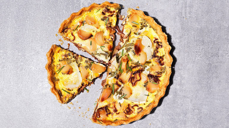 Caramelised garlic quiche