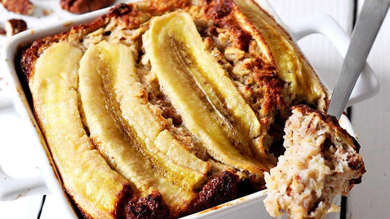 Banana, pecan and fig baked oatmeal cake