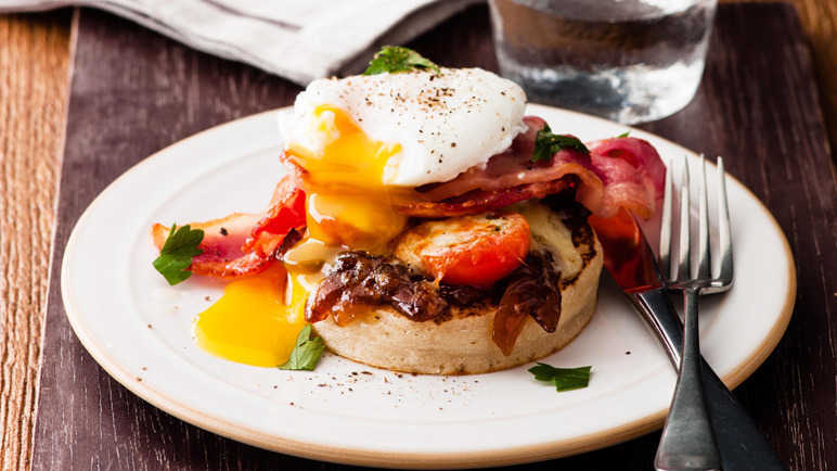 Cheesy bacon and egg crumpets recipe