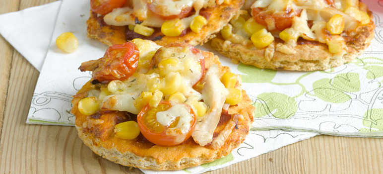 Mini chicken, sweetcorn and cheese pizzas