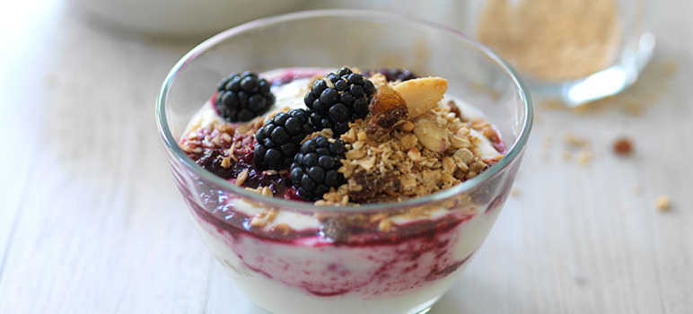 Fruity granola yogurt pots