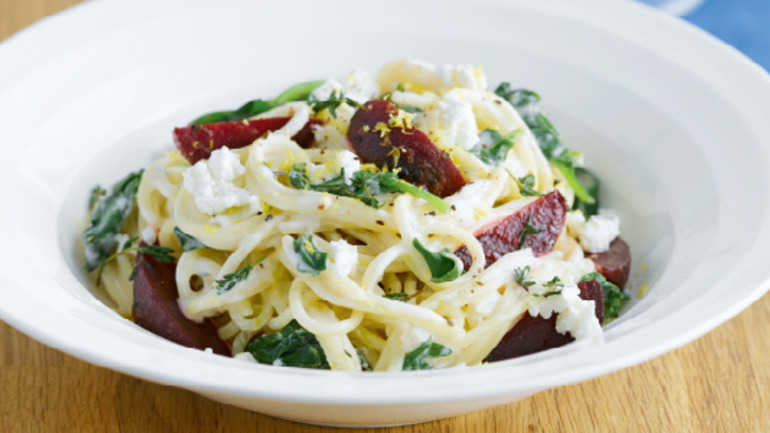 Spaghetti with beetroot and spinach