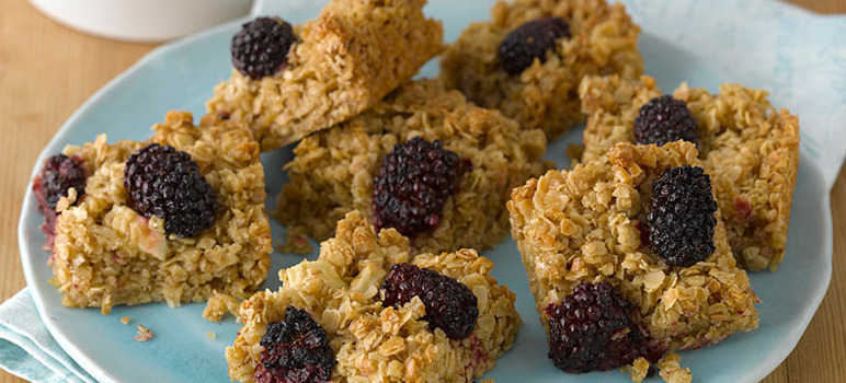 Appke and blackberry flapjacks