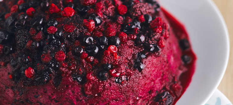 Quick berry sponge