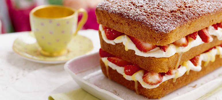 Victoria sandwich loaf with strawberries and cream