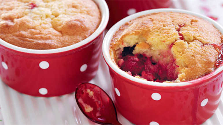 Individual strawberry and raspberry puddings