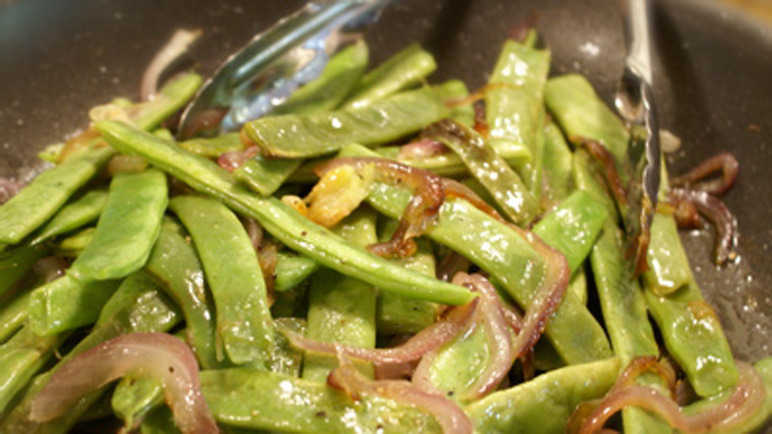 Sauteed runner beans with onion and garlic