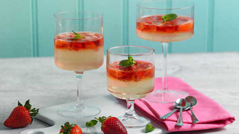 Strawberry and prosecco jellies recipe