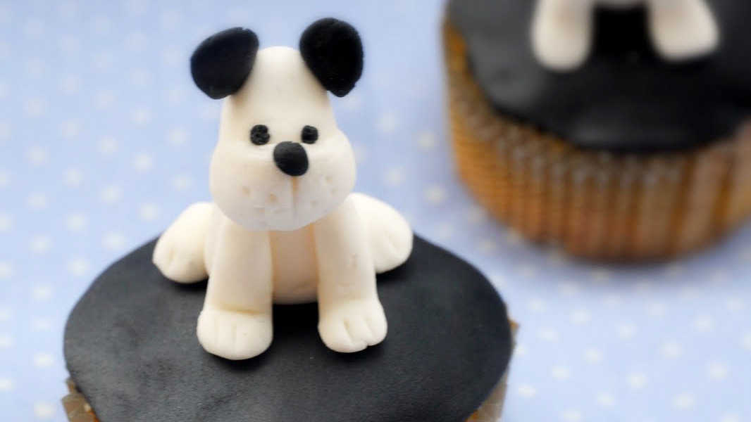 Sitting puppy cupcakes