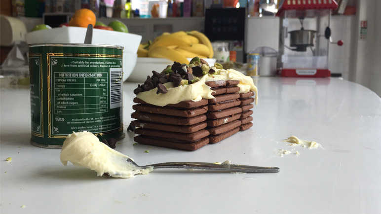 bourbon-tower-pistachios-icing-homemade