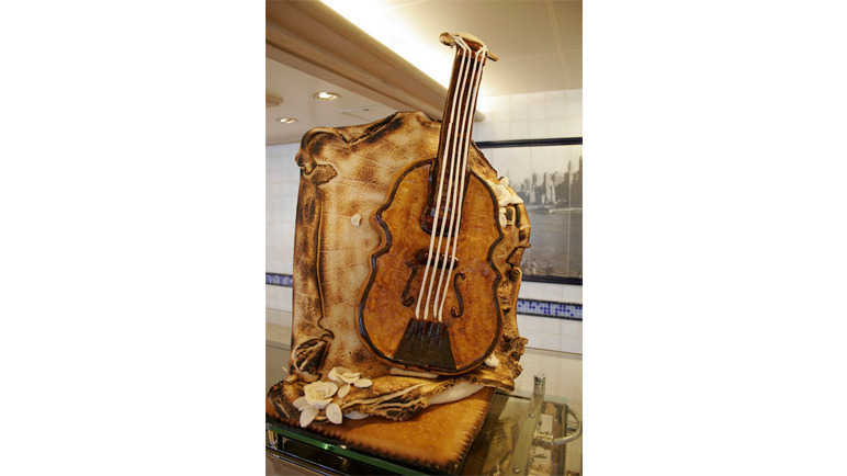 Violin bread