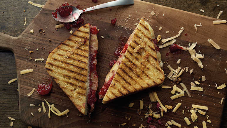 Cheese on toast with cranberry sauce