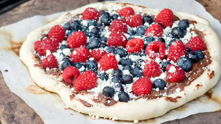 Image: Grilled berry pizza